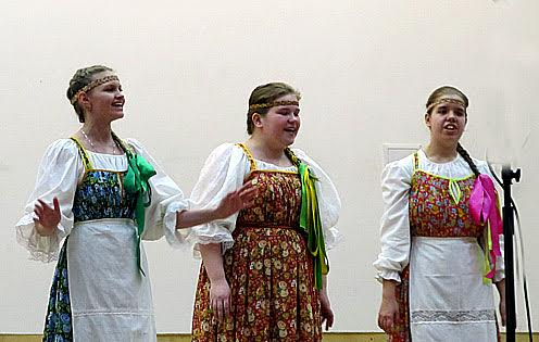 Участницы детского ансамбля «Петровская слобода» (Петрозаводск)