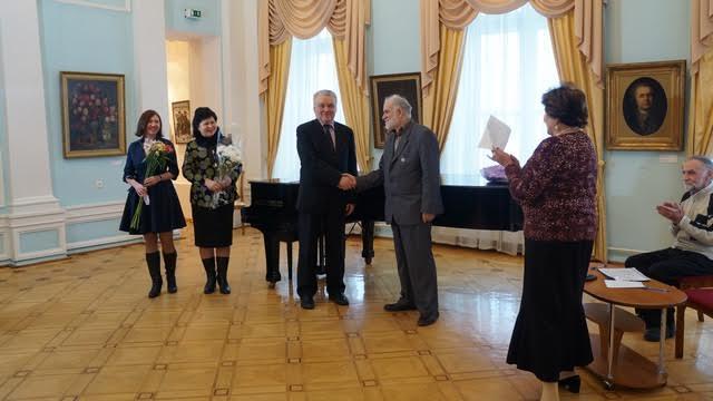 Коллеги из ПетрГу пришли поздравить преподавателя Бадри Топурия