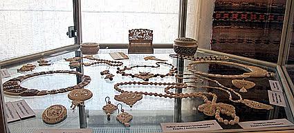 Работы Владимира Баландина, известного в Карелии мастера, занимающегося резьбой по кости