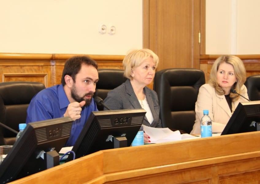 На заседании профильного комитета ЗС РК 16 апреля (слева направо) Алексей Гаврилов, Эмилия Слабунова и Лариса Степанова