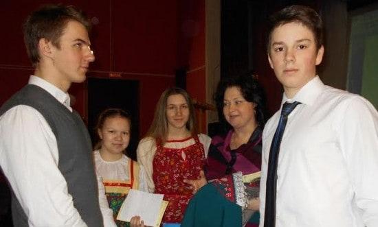 Школьники и учителя - участники чтений. Фото Валентины Евсеевой