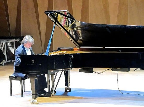 Евгений Михайлов в Большом зале Петрозаводской консерватории. 16 апреля 2016 года. Фото Валентины Чаженгиной