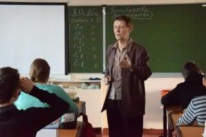 Нина Залысина на уроке в восьмом классе
