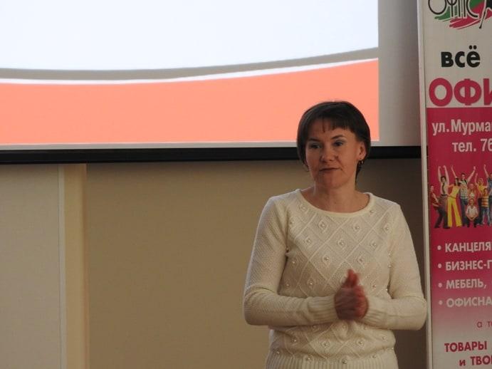 Ольга Давыдова, филолог, волонтер, учитель русского языка школы № 12, объяснила и разобрала ошибки, допущенные в Тотальном диктанте