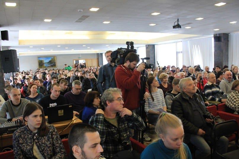 На общественных слушаниях по Левашовскому бульвару. Фото Михаила Мешкова