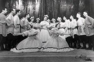 Танцевальная группа ансамбля «Кантеле» исполняет танец «Заонежская вышивка». 1958 год
