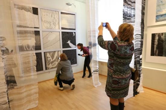 На выставке «Древо Водлозерья» в Музее изобразительных искусств Рк. Фото Владимира Ларионова