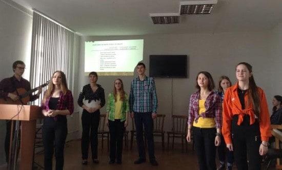 Выпускники Специализированной школы искусств познакомили с хитами бардовской песни