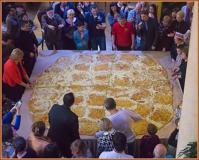 Самый большой в России футбольный мегрельский хачапури приготовили в Петрозаводске