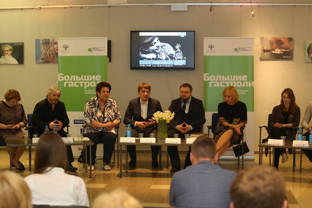 Участиники пресс-конференции в Национальном театре Карелии. Фото Владимира Ларионова