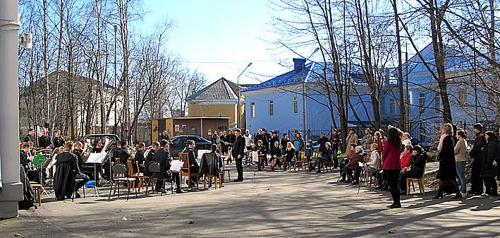 Играет духовой оркестр Петрозаводской государственной консерватории