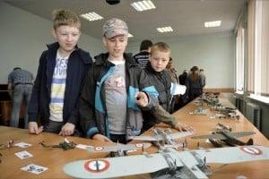 В ПетрГУ показали битву роботов, беспилотный дирижабль и летающие модели самолетов