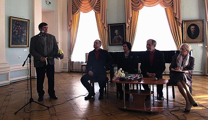 С персональной выставкой поздравляет коллег председатель Союза художников Карелии Владимир Баландин