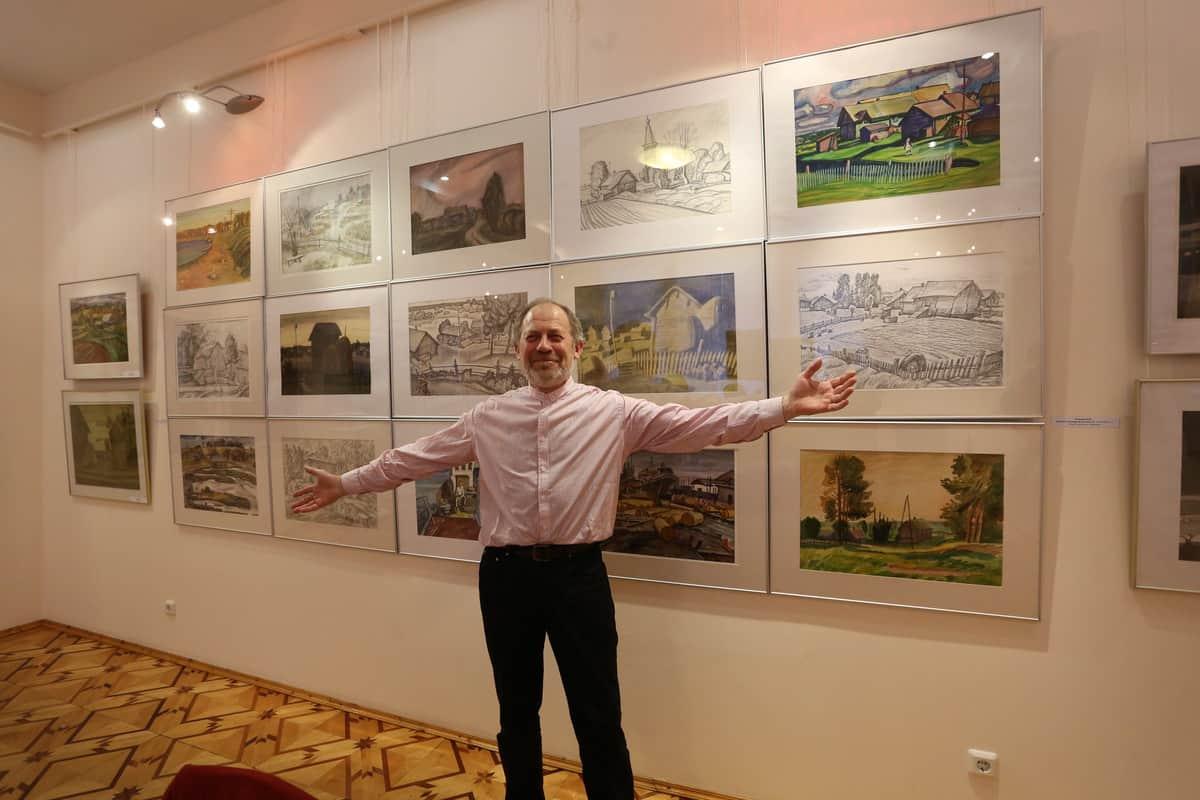 «Три КО» – выставка Валерия, Натальи и Максима Кошелевых. На снимке Валерий Кошелев. Фото Владимира Ларионова