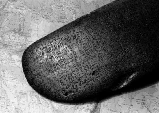 Деревянная дощечка рапануйцев. Фото: Ю. Белинский/ТАСС