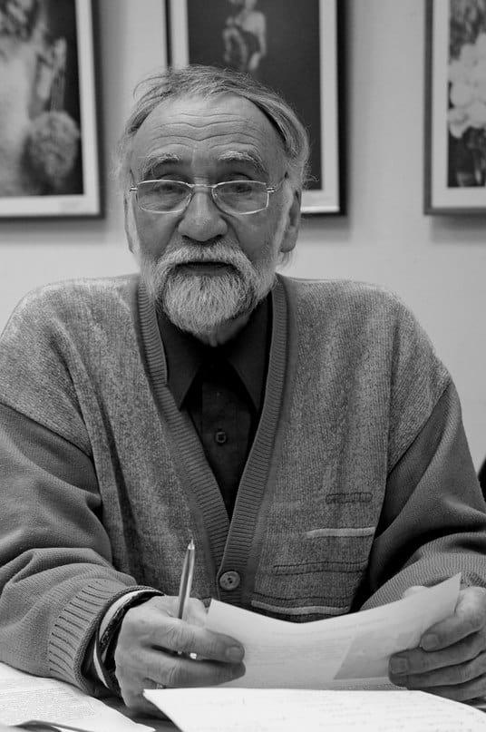 Хранитель Музея изобразительных искусств Республики Карелия Сергей Сергеев. Фото Ирины Ларионовой