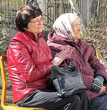 Среди слушателей мама В.П. Фартушного Ефросинья Августовна