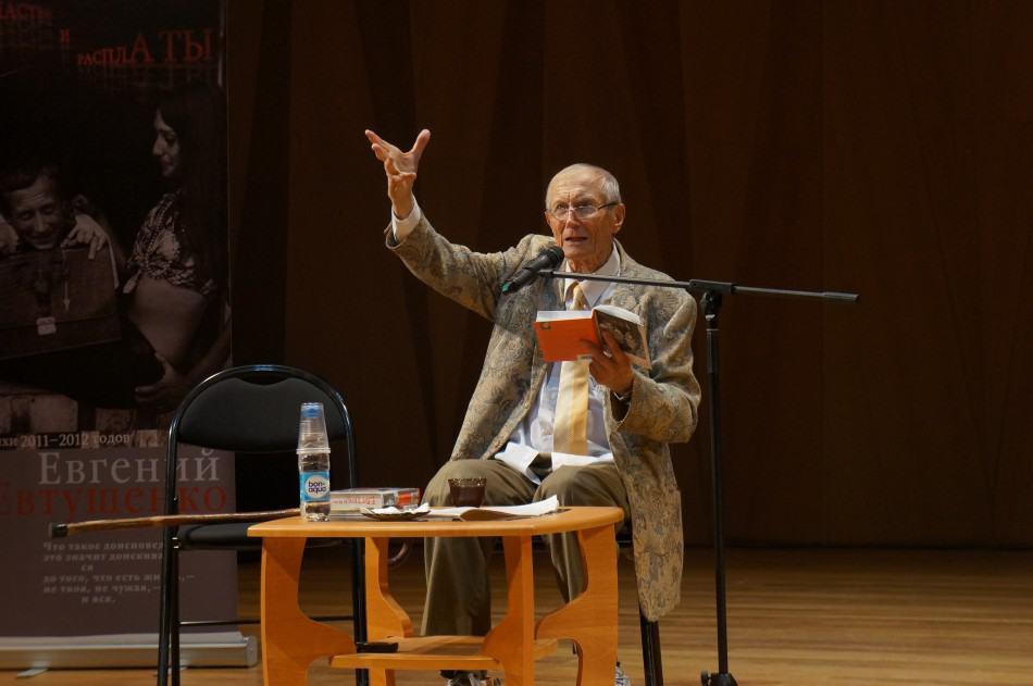 Евгений Евтушенко в Петрозаводске в июне 2014 года. Фото Ирины Ларионовой