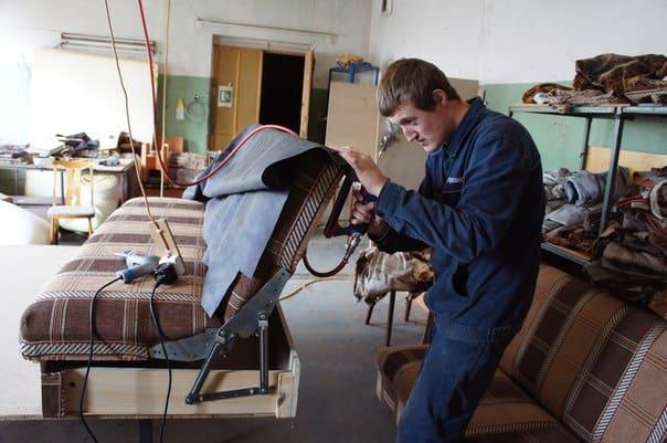 За изготовление такого дивана в прошлом  году платили 200 рублей