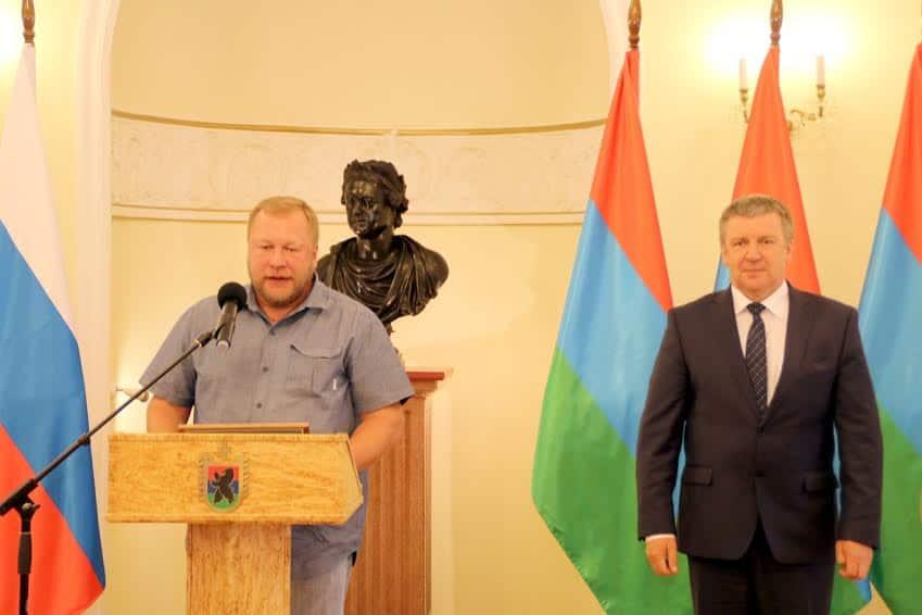 Дмитрий Новиков и глава РК Александр Худилайнен