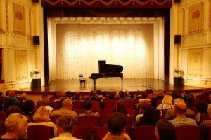 В Музыкальном театре презентовали новый рояль (фоторепортаж)
