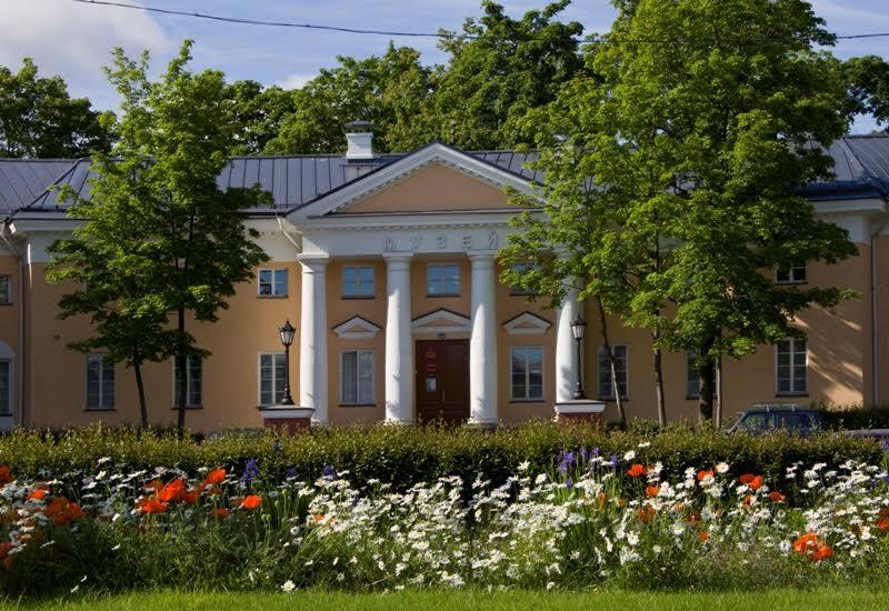 В этом здании на площади Ленина побывал, наверное, каждый петрозаводчанин. Фото НМ РК