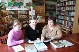 В школьной библиотеке. Фото Ирины Ларионовой