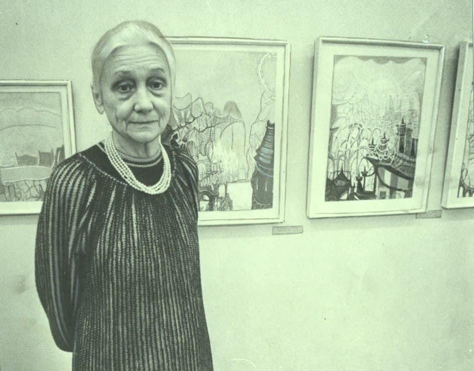 Вечер памяти В.Т. Черноволенко. Вдова художника М.Ф. Дроздова на фоне картин мужа. Музей ИЗО РК. 4 ноября 1989 года