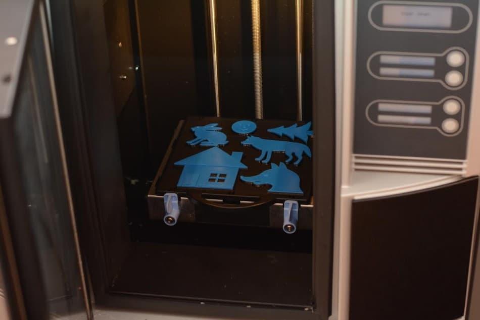 Модели тактильной книги еще в 3D-принтере