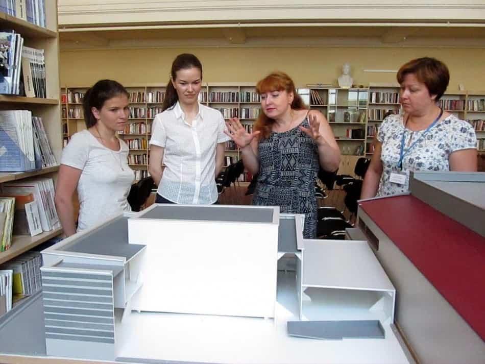 Сотрудники библиотеки, познакомили Анну и Яну с имеющимися 3D-моделями