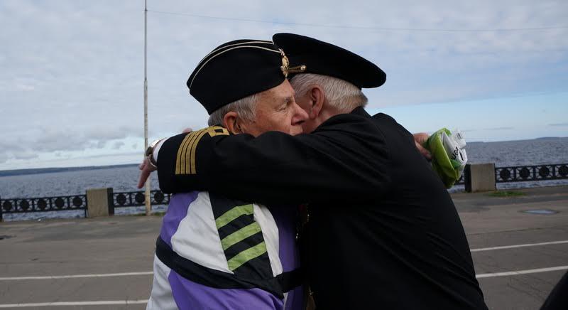 Акция началась со встречи старых товарищей. Организатором акции помимо Национального архива РК стали ветераны военно-морского флота