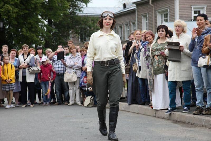 Дефиле участников конкурса «Лучший костюм начала XX века» пройдет с 14 до 15 часов