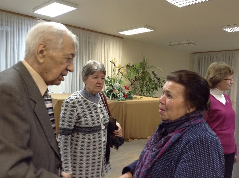 Впечатлениями делится председатель Карельского фонда культуры Зифа Юсупова. В центре пианистка Юлия Тишкина, справа сотрудница филармонии Татьяна Шерудило