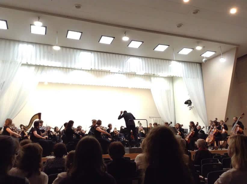 Симфонический оркестр Карельской филармонии исполняет симфонию №4 Эдуарда Патлаенко. Дирижер - Алексей Ньяга