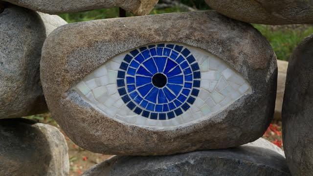 Посмотрите на камни. Арт-объект Марии Власовой и Александра Митрошкина (Санкт-Петербург)