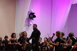 Алексей Ньяга и симфонический оркестр Карельской филармонии. Фото Марины Трубиной