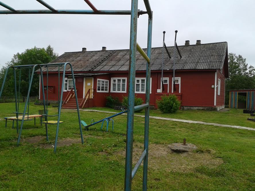 Савиновская школа и школьный двор