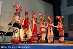 Современный костюм дизайнера из Мордовии. Фото: Максим Кимерлинг