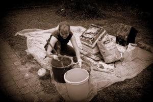 Наталья Егорова делает отливку из бетона, Рюдерсдорф