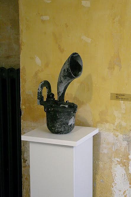 Найденный в ходе акции металлический объект «RM-1» на выставке в Берлине