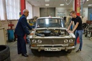 Занятие в лаборатории техобслуживания машин в Петрозаводском автотранспортном техникуме. Фото Ирины Ларионовой
