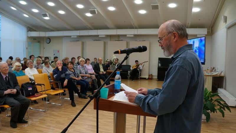 Вячеслав Агапитов на встрече в НБ РК. Фото Ирины Ларионовой
