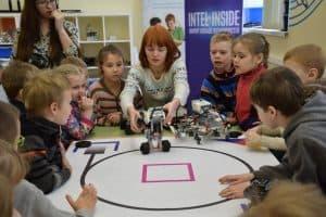 Мария Давыдова проводит занятие с дошколятами