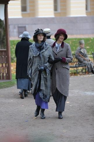 Главные роли исполняют Юлия Снигирь (Катя, слева) и Аня Чиповская (Даша)