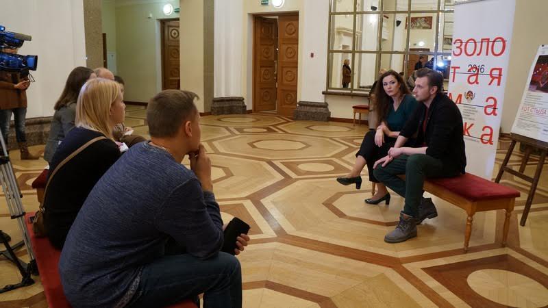 Пресс-конференция проходила в зеркальном фойе Музыкального театра Карелии. Фото Ирины Ларионовой