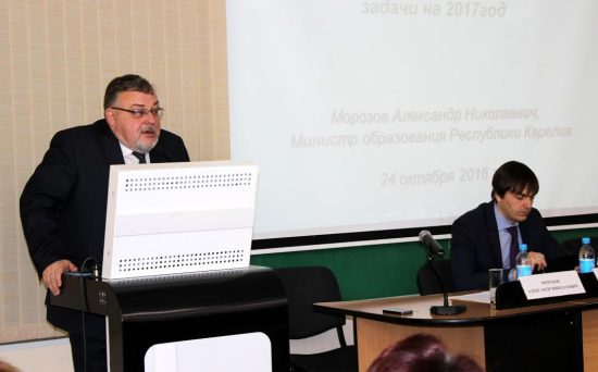 Глава Рособрнадзора Сергей Кравцов (справа) и министр образования Карелии Александр Морозов