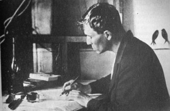 Борис Пастернак за переводом Шекспира. Чистополь, 1943 год. www.museum.ru