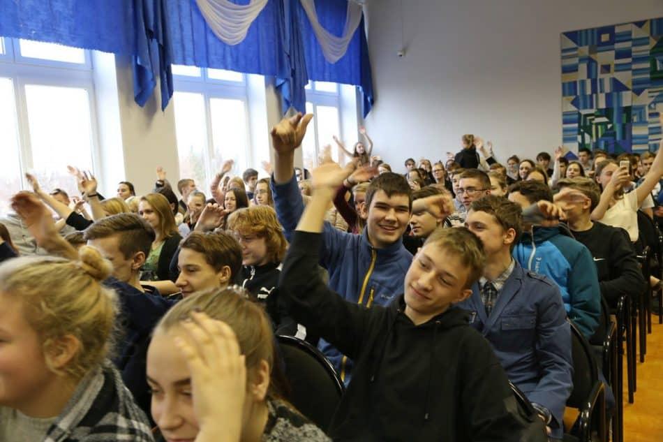 Репер Paleface выступает в Финно-угорской школе Петрозаводска