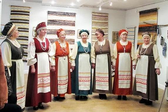 Вокальная группа «Кумажжет» превратила вернисаж в праздник
