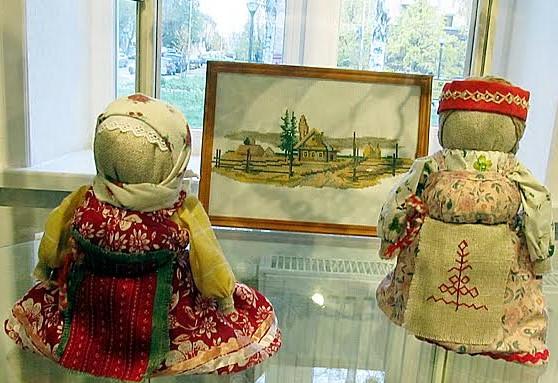 Куклы в народных карельских костюмах работы Татьяны Юшиной